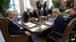 Ngoại trưởng Hoa Kỳ John Kerry (phải) họp với Tổng thống Thổ Nhĩ Kỳ Recep Tayyip Erdogan, 12/9/14