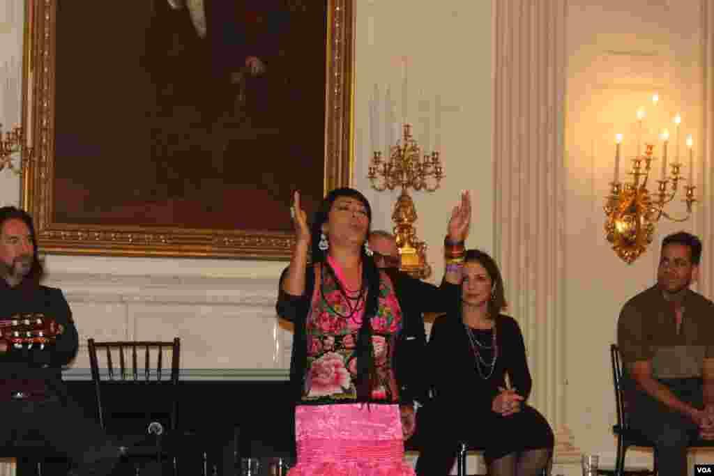"""La cantante Lila Downs impresionó a los presentes con una magistral interpretación de """"Cucurrucucu Paloma""""."""