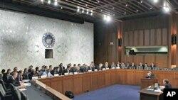 Kongresni 'superodbor' za proračunsku štednju sluša izlaganje Douglasa Elmendorfa, direktora Ureda Kongresa SAD za kontrolu trošenja proračunskog novca