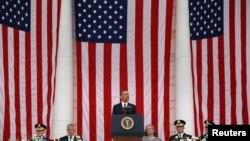 Le président Obama s'exprimant à Arlington