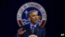 오바마 대통령이 19일 페루 리마에서 타운홀 미팅에서 젊은 지도자들을 대상으로 강연하고 있다.