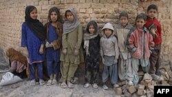 Những người dời cư đang sống tại những nơi tạm trú trong tình trạng thiếu lương thực, thiếu vệ sinh, và thiếu dịch vụ chăm sóc y tế