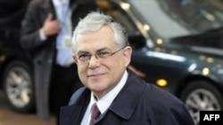 Thủ tướng Hy Lạp Lucas Papademos đến dự Hội nghị thượng đỉnh của EU ở Brussels, ngày 30/1/2012