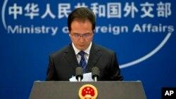 El vocero del ministerio de Relaciones Exteriores chino, Hong Lei, durante una conferencia de prensa en Beijín, en torno al caso de ciberespionaje.