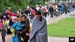 سیپتمبر۲۰۱۵ - د جرمني په دورتمند ښار کې رسیدلي کډوال د ریجستریشن لپاره روان دي