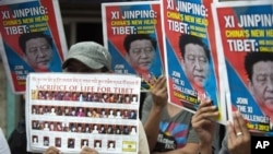 지난달 인도 다람살라에서 중국의 시진핑 국가 부주석 사진을 들고 티베트 문제 해결을 촉구하는 시위대. (자료사진)