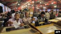 Những cáo buộc về hành vi bất hợp lệ làm hoen ố cuộc bầu cử ở Ai Cập
