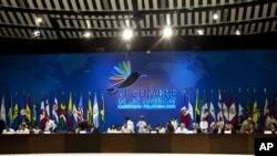 Para pemimpin negara-negara Amerika menghadiri pertemuan puncak di Cartagena, Kolombia (14/4). KTT dua hari tersebut mempertemukan para presiden dan perdana menteri dari Kanada, Amerika, negara-negara Karibia dan Amerika Latin.