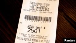 """Karta za film """"Intervju"""" u bioskopu Alamo Drafthouse u Koloradu."""