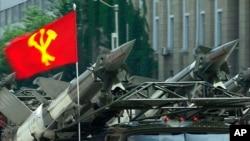 지난 해 7월 북한 평양 김일성 광장에서 열린 열병식에서 미사일을 실은 차량 행렬이 보인다. (자료사진)