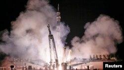 Phi thuyền Soyuz được phóng đi từ bệ phóng ở Baikonur đưa 3 phi hành gia lên Trạm Khong gian Quốc tế, 26/9/14