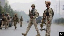Lực lượng an ninh Afghanistan sau một vụ đụng độ với các tay súng Taliban ở thủ đô Kabul, ngày 22/6/2015.