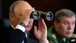 2017年9月18日俄羅斯總統普京視察軍演資料照。