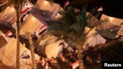6月29日晚上反对穆尔西总统的抗议者在解放广场举行祈祷会