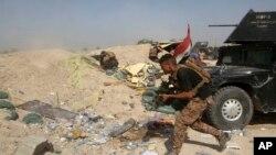 Fuerzas iraquíes antiterrorismo se enfrentaron a militantes del grupo Estado islámico en el barrio Nuaimiya de Faluya, Irak, el miércoles, 1 de junio de 2016.