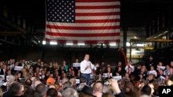 미트 롬니 전 매사츄세츠 주지사가 콜로라도주의 콜로라도 스프링스에서 4일 청중들에 지지를 호소하고 있다.