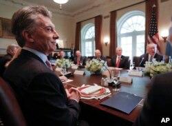Los presidentes de EE.UU. y Argentina en el almuerzo de trabajo que sostuvieron con sus delegaciones en la Casa Blanca.