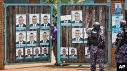 'Yansandan Uganda sun yiwa hedkwatar Besigye kawanya