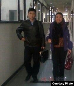 北京维权人士曹顺利(右)
