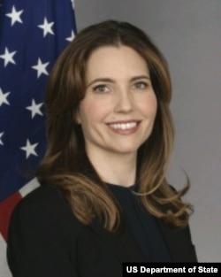 美国国务院主管教育和文化事务的助理国务卿埃文•瑞安