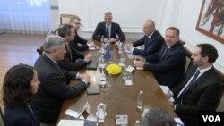 Sastanak zvaničnika američkog Saveta za nacionalnu bezbednost Džona Erata i Breda Berklija sa kosovskim rukovodstvom