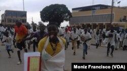 Alunos protestam no Uíge na sequência de desmaios e comichões nas escolas