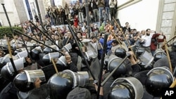 Egyptian anti-riot police confront Egyptian activists outside a journalists syndicate in downtown Cairo, Egypt, January 26, 2011
