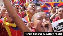 印度达兰萨拉流亡藏人纪念藏人起义57年