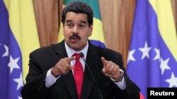 El presidente venezolano Nicolás Maduro descalificó la grabación de una supuesta conversación entre el presentador Mario Silva y un oficial de la inteligencia cubana.