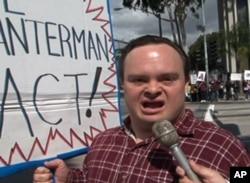 杰夫,示威民众