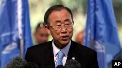 """""""Ébola es un problema global enorme y urgente que exige una respuesta global enorme y urgente"""", dijo Ban dijo a los periodistas."""