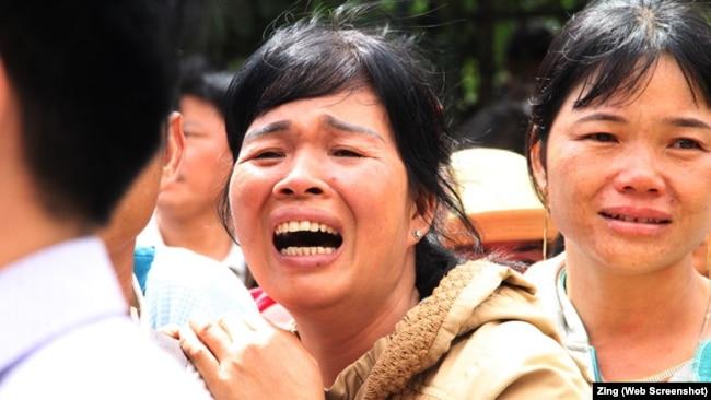 Vợ ông Đặng Văn Hiến khóc xin tòa xem xét lại bản án của chồng.