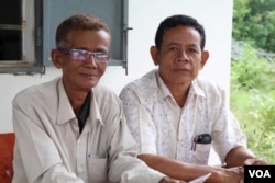 Phuong Rain (left), 67, a council member and Phorn Thlang, 52, Champey commune chief from the opposition party, say they are not going to defect to the ruling Cambodian People's Party, despite losing their positions. (Sun Narin/VOA Khmer)