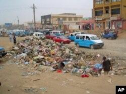 Via da Cuca, Luanda, em Julho de 2011