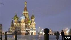 Người đi bộ dọc theo Quảng trường Đỏ của Mascova sau khi tuyết rơi