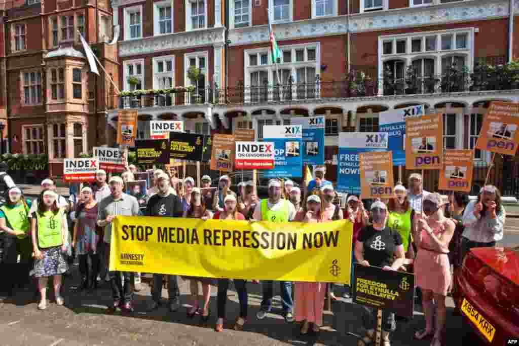 """Londonda """"Əlli Fətullayev"""" aksiyası - 20 aprel 2011 / Article 19"""