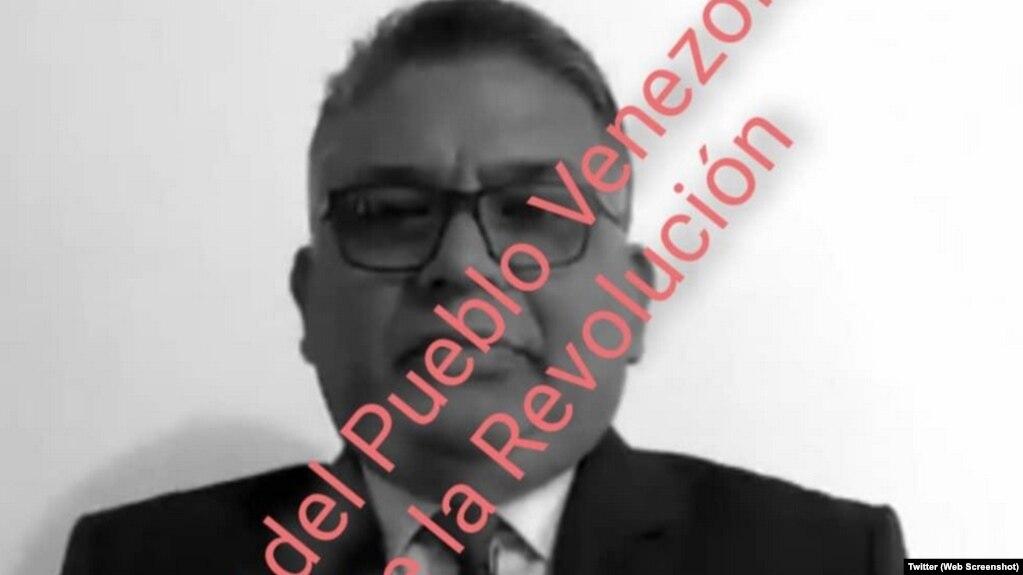 """Tư lệnh Không quân Pedro Juliac đã đăng một bức ảnh của ông Rangel trên Twitter hôm 12/5 cùng với dòng chữ """"kẻ phản bội người dân Venezuela và cuộc cách mạng."""""""