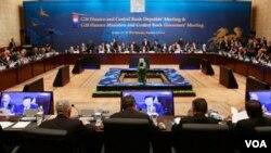 Los ministros de finanzas del Grupo de los 20 se reunieron en Corea del Sur, en un intento de reducir tensiones entre las principales economías mundiales.