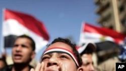 27일 군부 퇴진을 요구하는 카이로의 시위대