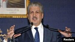 Abdelmalek Sellal, primeiro-ministro argelino defendeu o assalto militar as instalações de produção de gás de Ain Amenas, porque segundo ele os terroristas tinham planos para matar os reféns