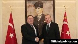 美國國務卿蓬佩奧(左)10月17號(星期三)會晤土耳其總統埃爾多安(右)。