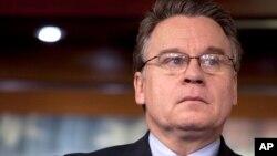 Dân biểu Chris Smith, thành viên cấp cao của Ủy ban Đối ngoại và là Chủ tịch của Tiểu ban Nhân quyền Toàn cầu.
