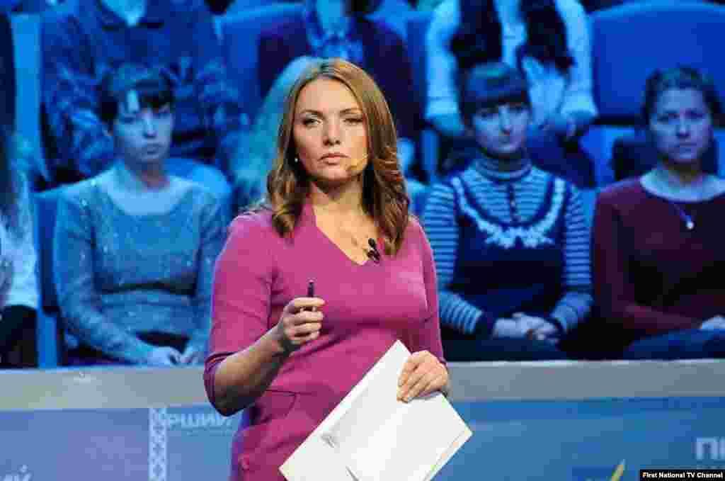 VOA Ukrainian Service's Myroslava Gongadze co-moderates the Parliamentarian debates in Ukraine, October 2014.