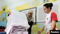 Poursuite du dépouillement du scrutin de dimanche en Tunisie (Reuters)