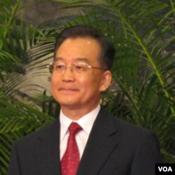 PM Wen Jiabao berjanji membantu ekonomi Yunani yang dilanda krisis utang dan defisit.