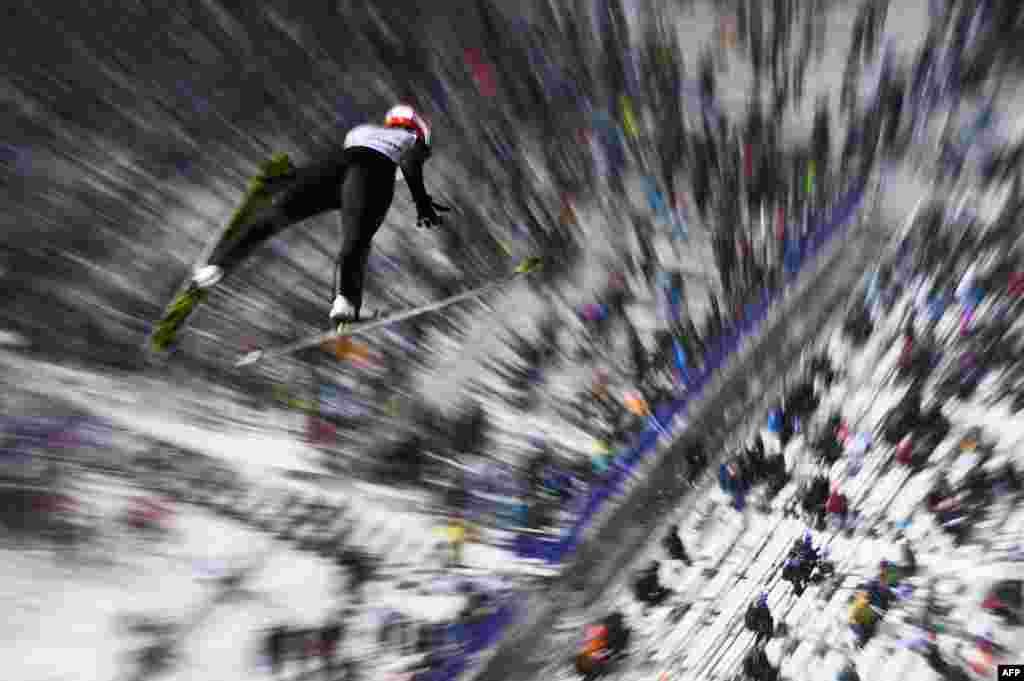 កីឡាការនី Svenja Wuerth របស់អាល្លឺម៉ង់លោតនៅក្នុងការប្រកួតជើងឯក FIS Nordic World Ski Championships ប្រចាំឆ្នាំ២០១៧ នៅក្នុងក្រុង Lahti ប្រទេសហ្វាំងឡង់។