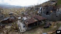 지난 10일 아이티 모론에서 허리케인 매튜의 영향으로 파괴된 건물들.