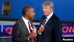 Respublikachi da'vogar Ben Karson va milliarder Donald Tramp debat chog'ida. 16-sentabr 2015-yil.