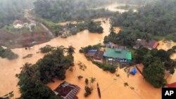 지난 24일 말레이시아 쿠알라타한의 국립 공원이 홍수로 물에 잠겼다.