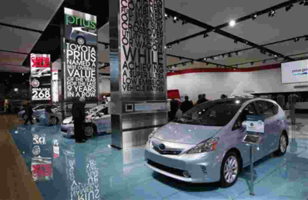 El Toyota Prius v 2013, como se muestra en Detroit.